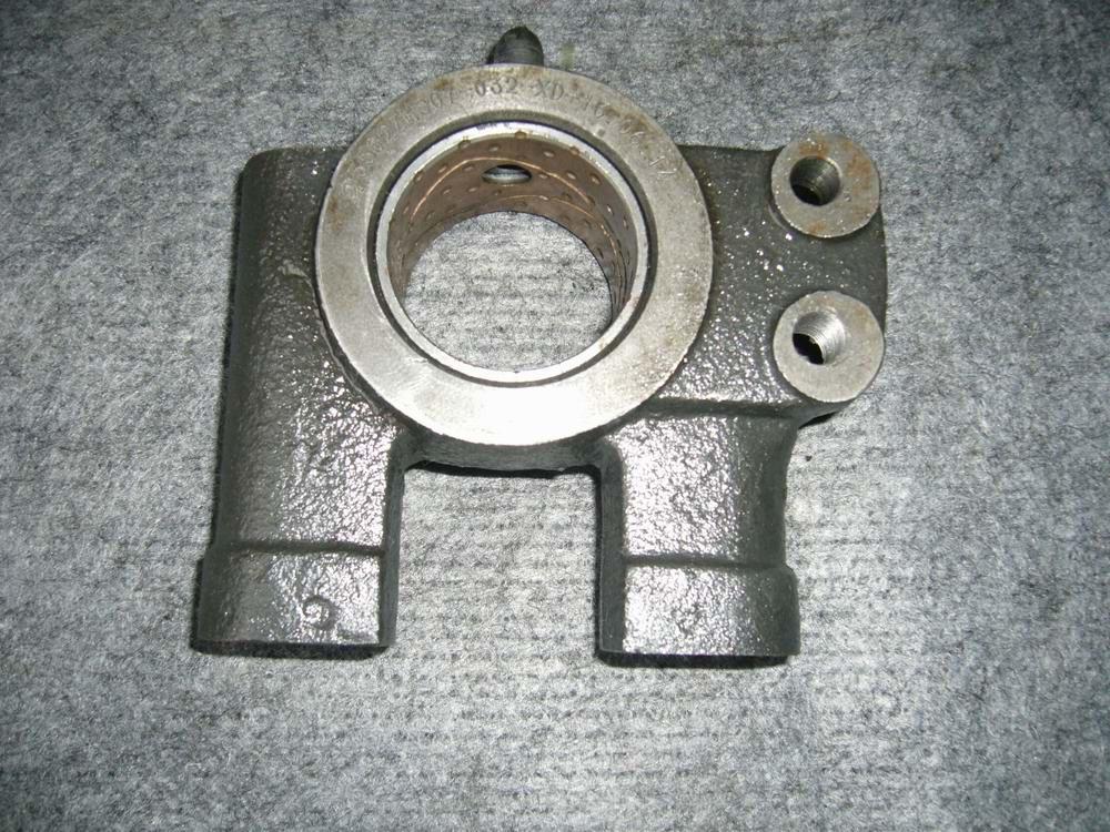 东风(天龙/天锦/大力神/EQ153系列)轮边凸轮轴支座左右3502ZHS07-031/32配件