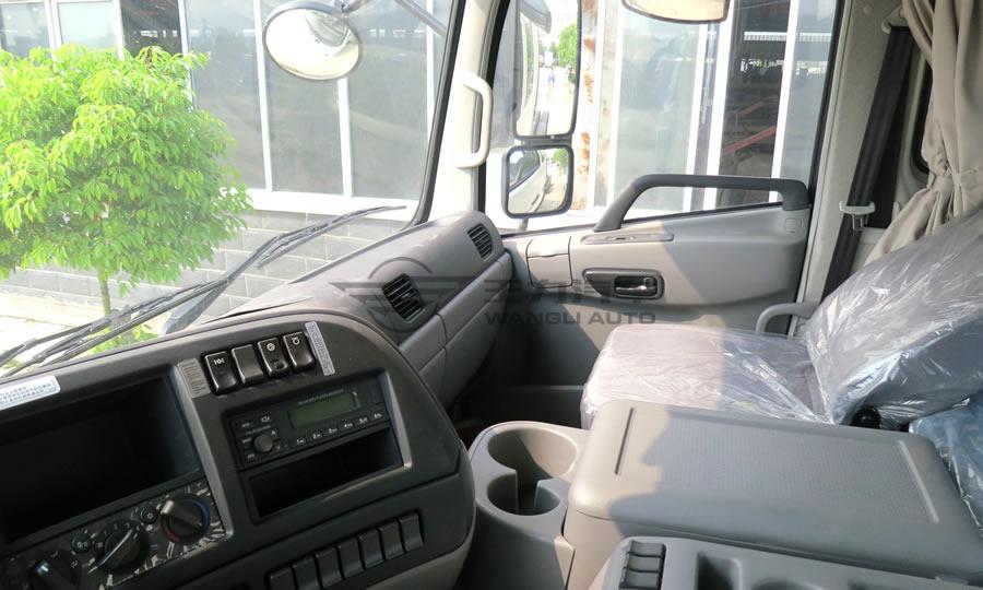 东风天龙驾驶室分为基本型(标准型)